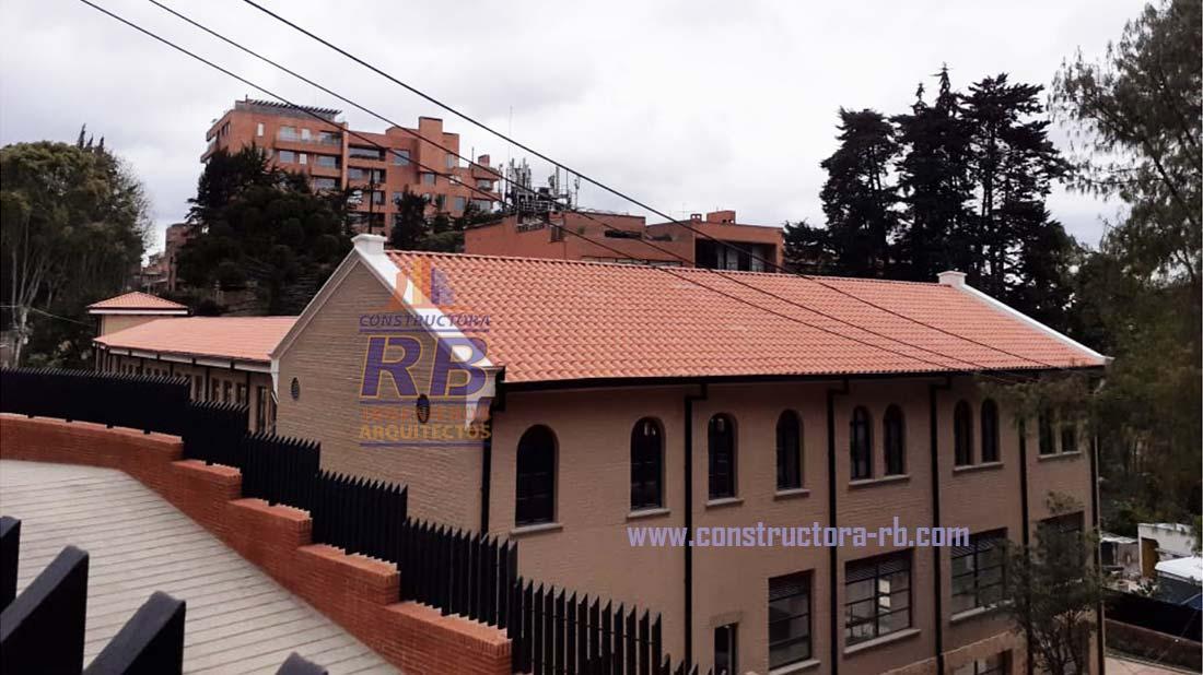 Resultado final proyecto remodelación cubierta con teja de barro española proyecto Serrania de los Nogales Bogotá