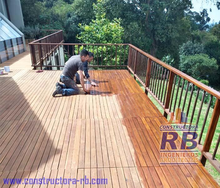 Trabajo de mantenimiento casa en madera